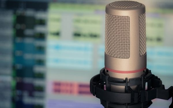8 Best Podcasting Books Of 2020: Learn How To Podcast Live